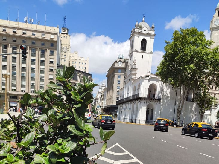 El Cabildo has been partially demolished to open up De Mayo Av