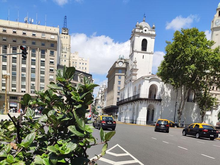 El Cabildo has been partially demolished to open up De Mayo Av