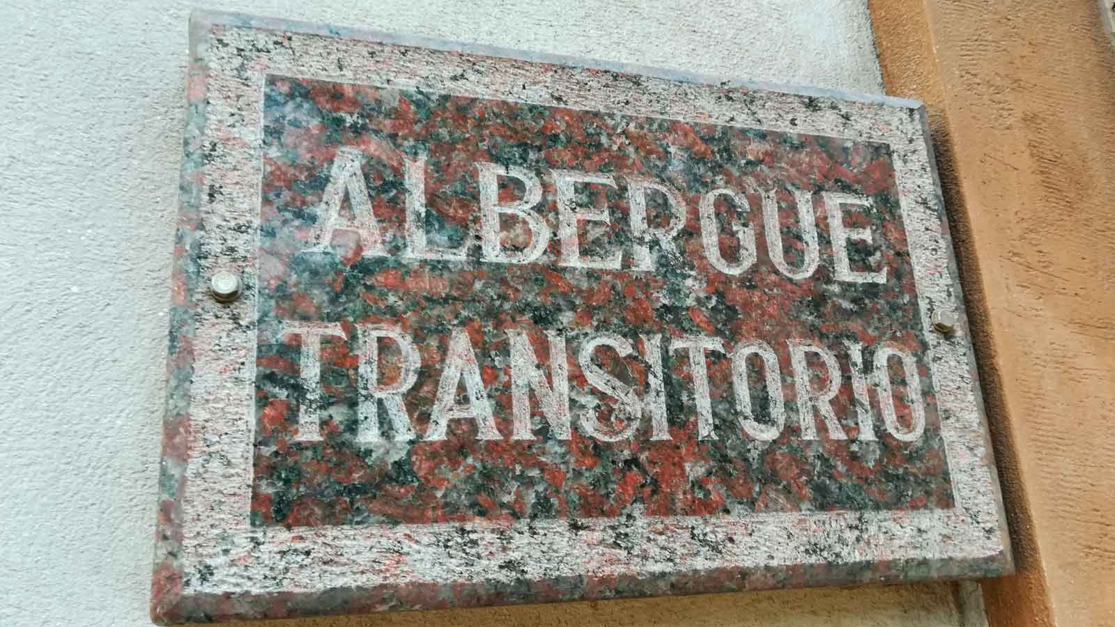 Cartel de albergue transitorio