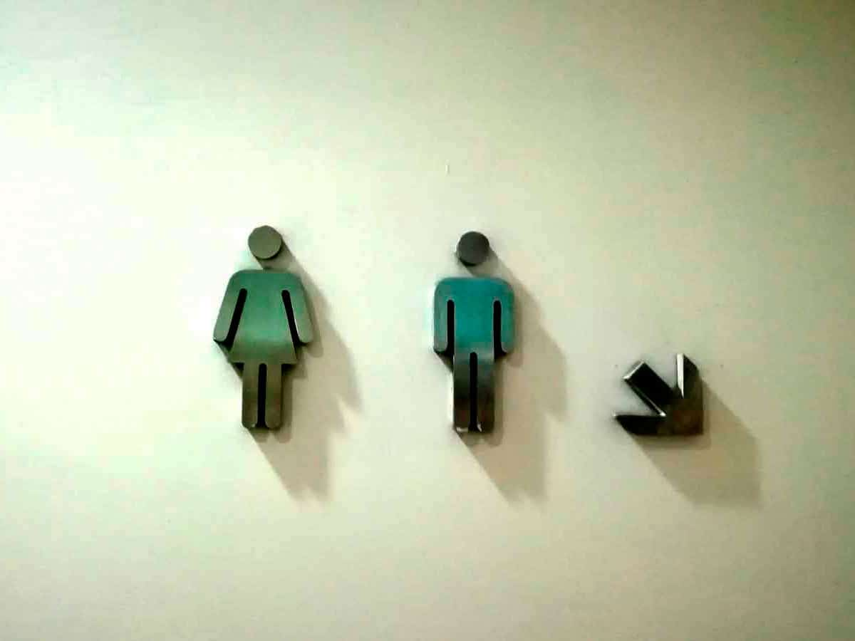 Toilets sign on a wall