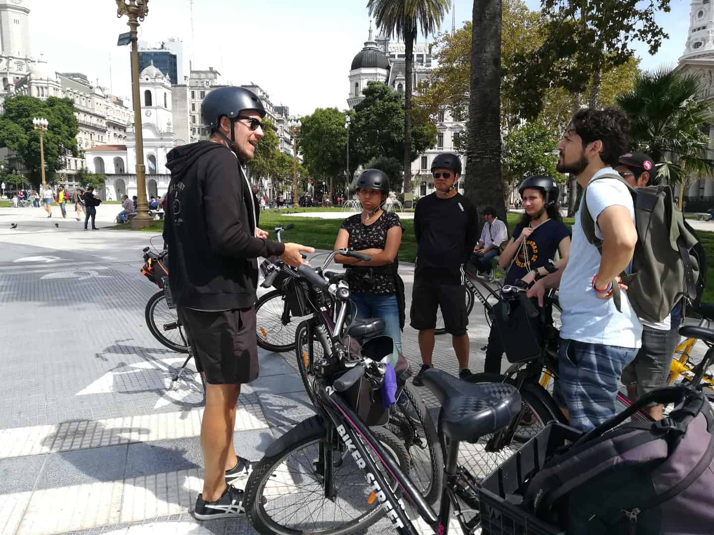 Bike tour small group at Plaza de Mayo