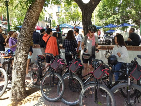 Stop at PLaza Dorrego during a bike tour in buenos aires