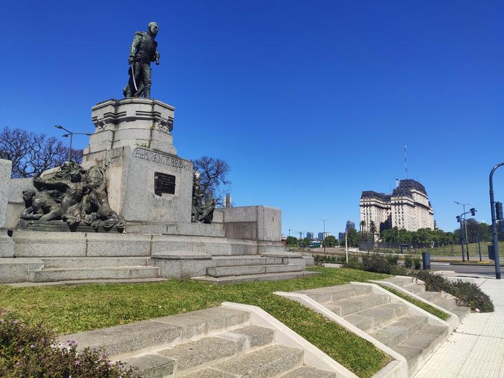Monumento al Almirante Brown en el paseo del bajo en buenos aires